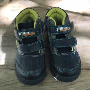 Miles from Tomorrowland kids toddler shoes size 6